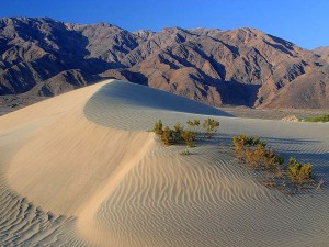 Death_valley_sand_dunes